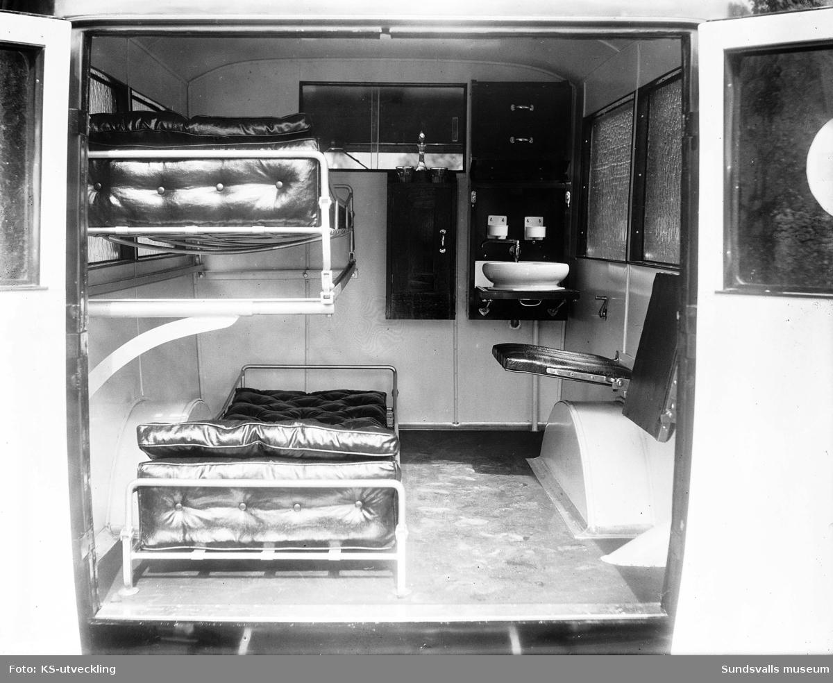 Nyinskaffad ambulans med regnr Y756. Exteriör och interiör.