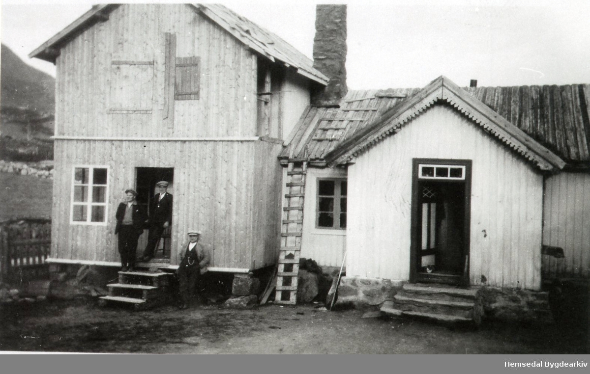 Frå venstre: Torleif, Ola og Ingvar Ødegård, ca.1931