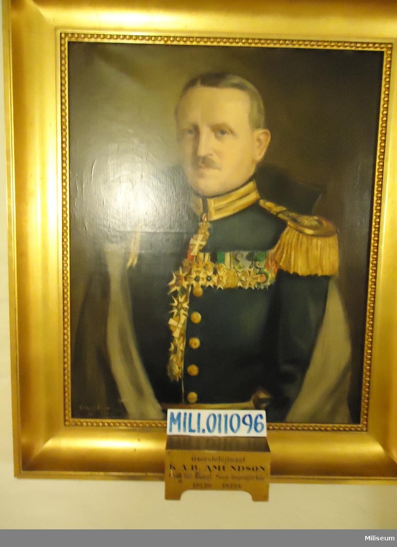 Porträtt i olja på duk av Karl Albert Byron Amundson, inramad i förgylld träram.