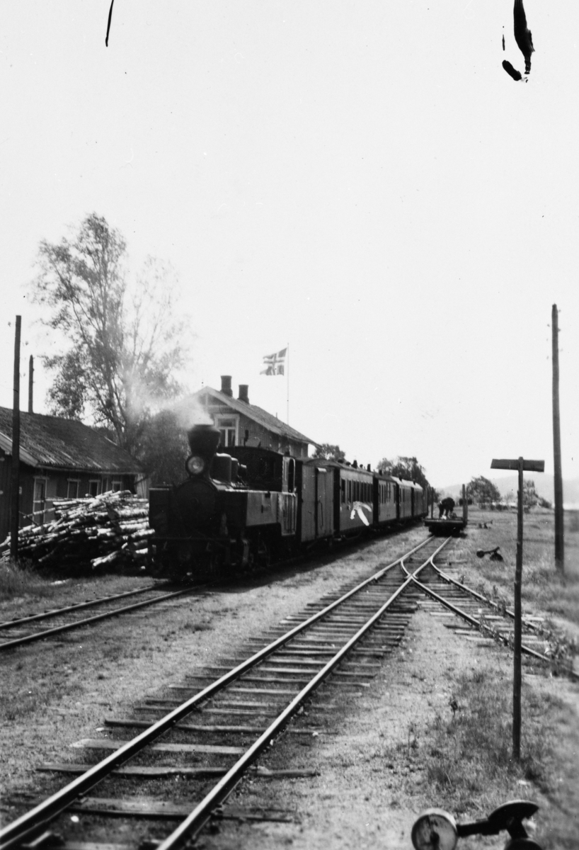Tog til Sørumsand står klart til avgang på Skulerud stasjon.