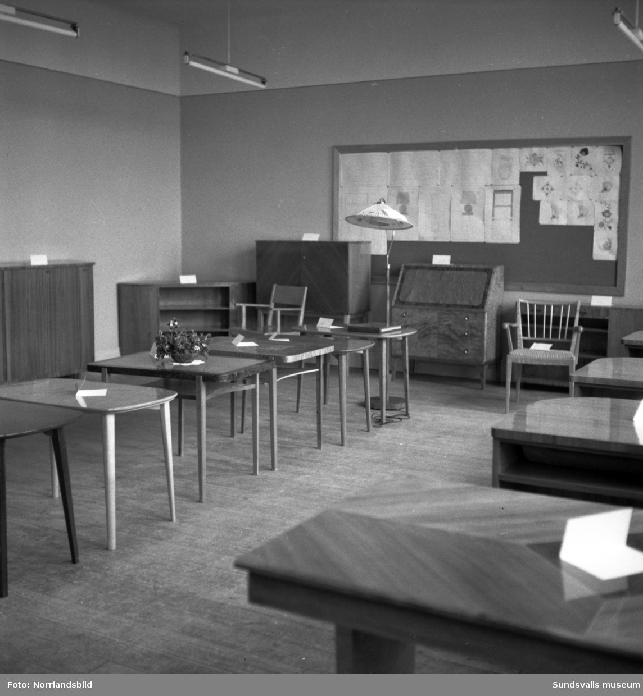 Fagerviks yrkesskolor avslutar med en utställning av elevarbeten. Möbler och textilarbeten.