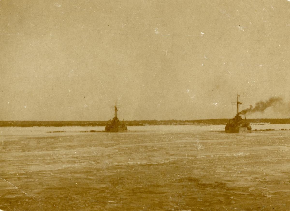 Tyska slagskeppen i eckerös hamn på Åland. Westfalen, Reinland