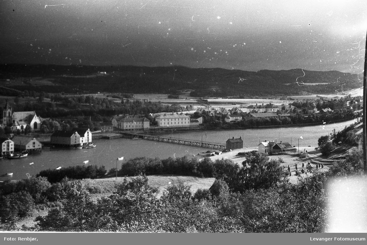 Levanger sentrum og litt fra Nesset. Søndre del av byen med Sundbrua.
