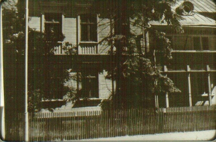 Kv. Glasmästaren, Dotorpsgatan 8 - Trädgårdsgatan 25. Från V. Rehmarks hus, rivet sommaren 1959. Byggt 1902.