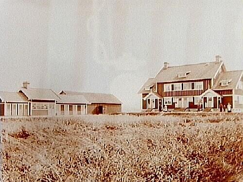 Näsby, Almby sockenÖrebro Renhållningsverk, arbetarbostäder, tvåvånings bostadshus, uthus och dass.