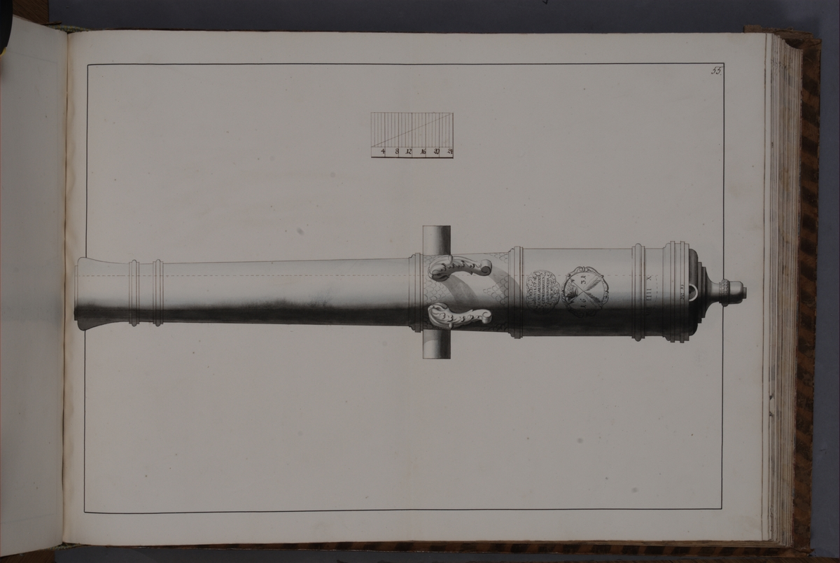 Avbildning föreställande eldrör återtaget som trofé av den svenska armén i slaget vid Narva den 20 november 1700. Ingår i volym med avbildade kanontroféer tagna åren 1700-1702.
