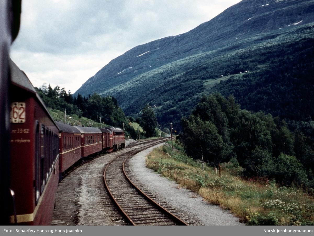 Tog på Raumabanen, sett fra bak i toget