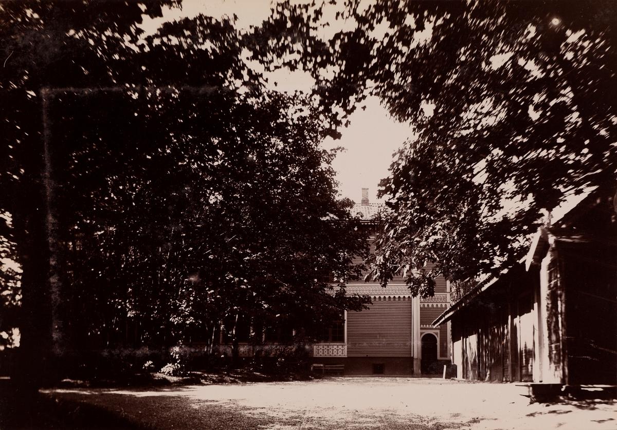 """Höien Ullevoldsveien"" Høien løkke mellom Ullevålsveien og Schwensens gate. Inngang fra Ullevålsveien."