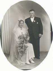 Brurebilde av Selma f. Herredsvela (1912 - 1992) og Olav Fos