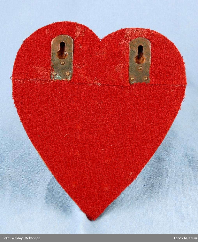 Lommeur, og et hjerte av tre til å ha uret i.