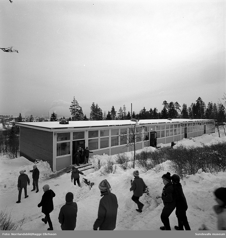 Skolbarack vid Hagaskolan, Katrinelunds gymnasium.