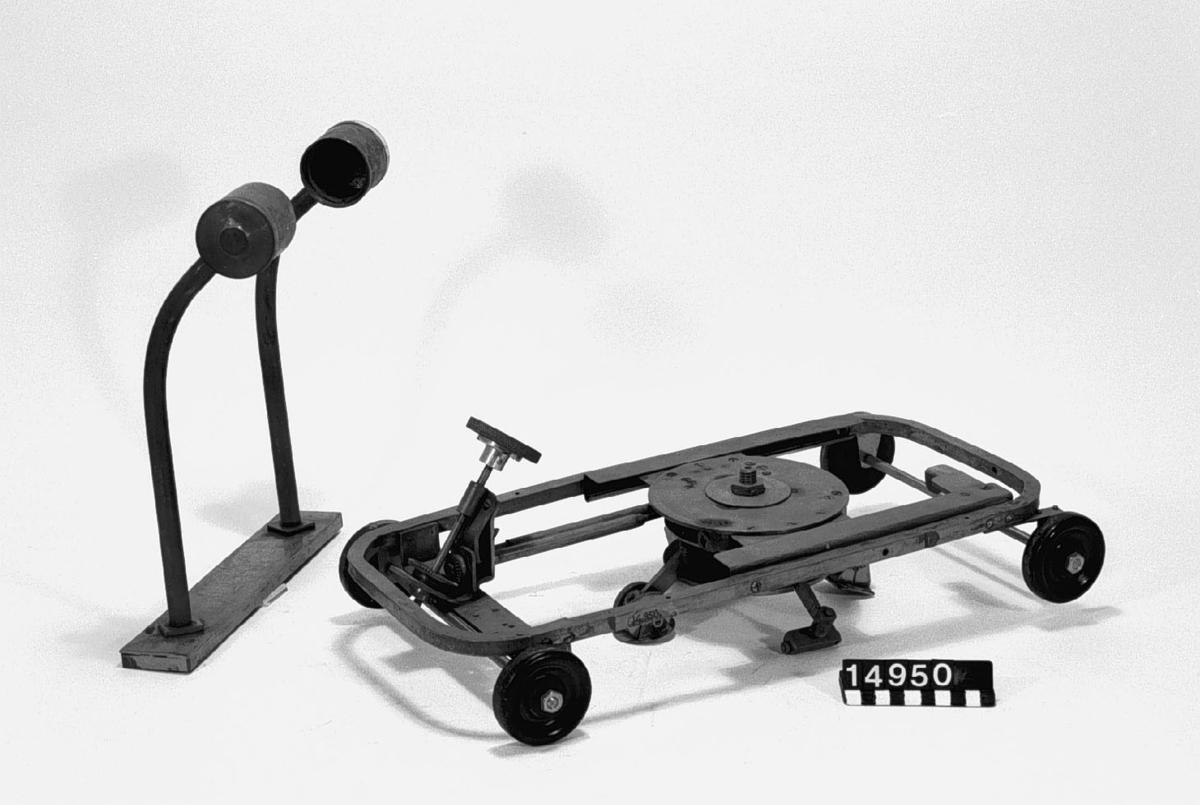 Modell av anordning att vända automobil på stället. Tillbehör: Stativ??
