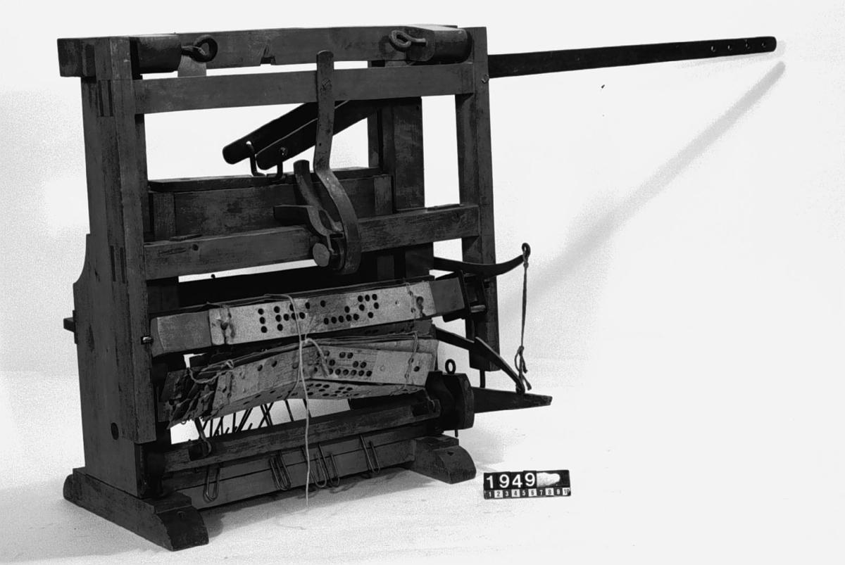 Maskin för hålslagning av jacquardkort.