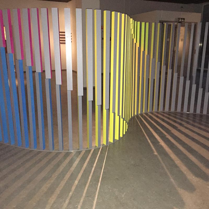 Edith Lundebrekke fargela Nordenfjeldske Kunstindustrimuseum med sine installasjoner i 2016.