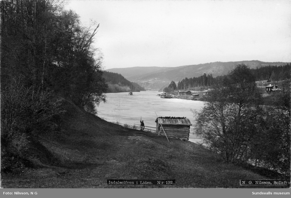 Indalsäven vid Liden. Ångbåtarna Indalen och Liden syns i bakgrunden.