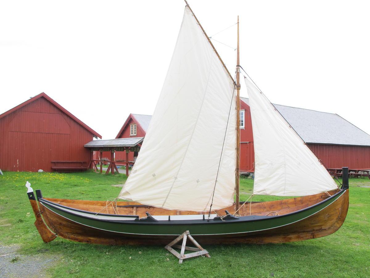 Færing rigget med sneseil (Foto/Photo)