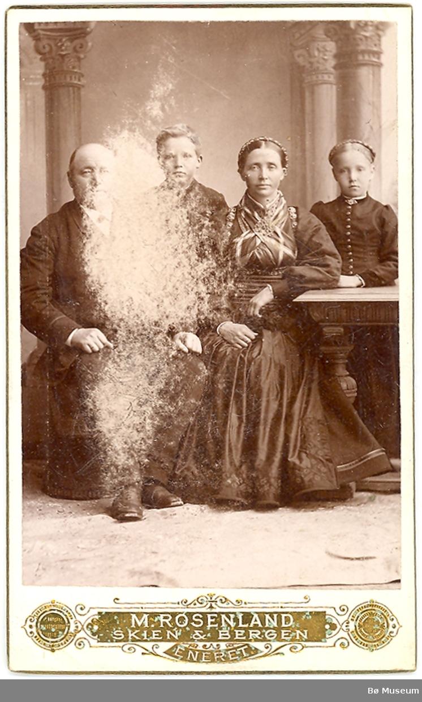 Halvor Klasen Eika med kone og to av borna