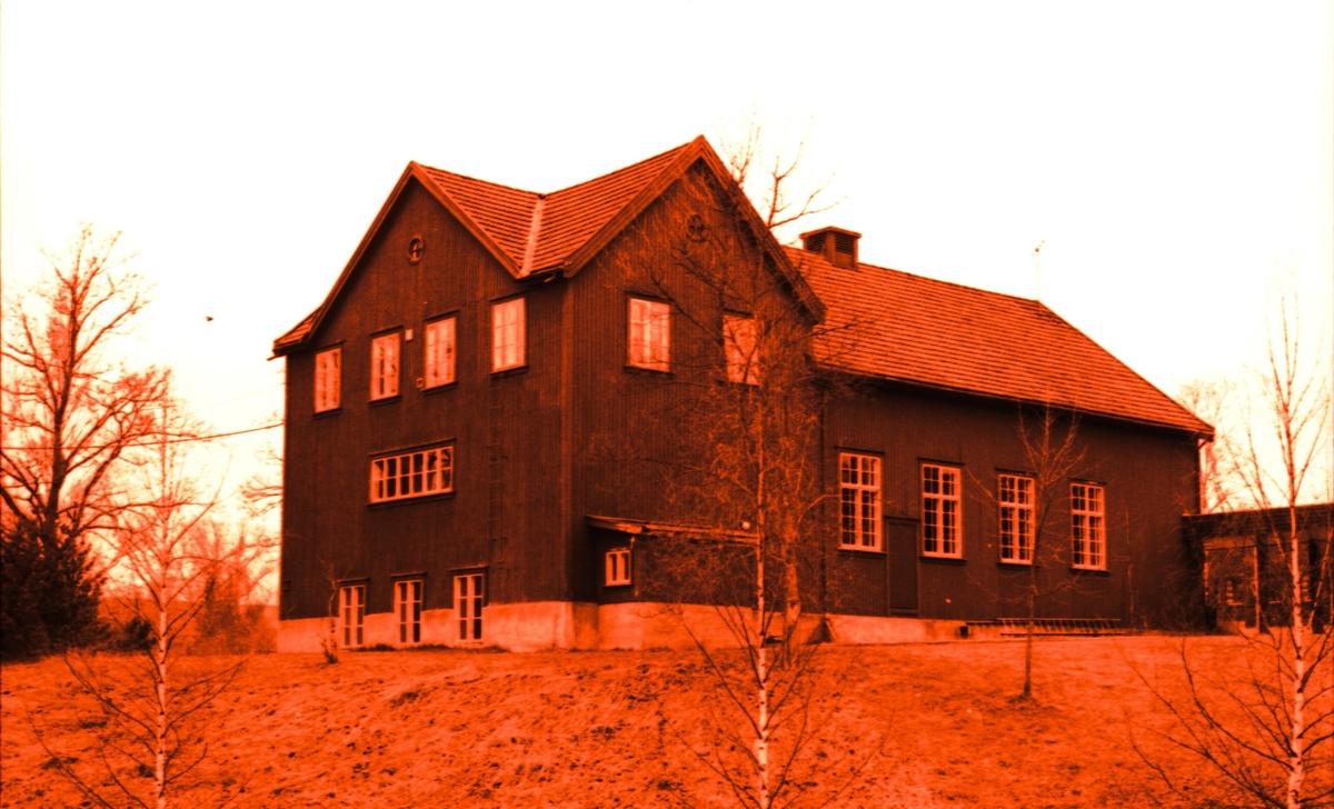 Folkets hus var spelemannslaget sitt faste øvingslokale dei første åra. Bygningen som var eigd av arbeidarrørsla i Bø, hadde både storsal og veslesal. Fleire kappleikar blei også avhaldne her. Bildet er frå 1980-talet, da bygningen blei brukt av Telemark distrikshøgskole.