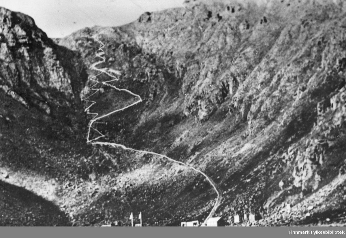 Stien opp fra Hornviken til Nordkapp-platået. Postkort.