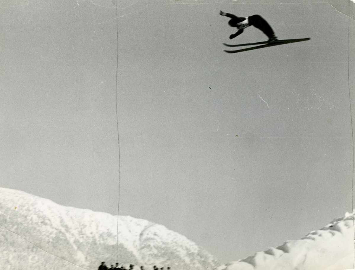 Athlete Birger Ruud in action at Garmisch