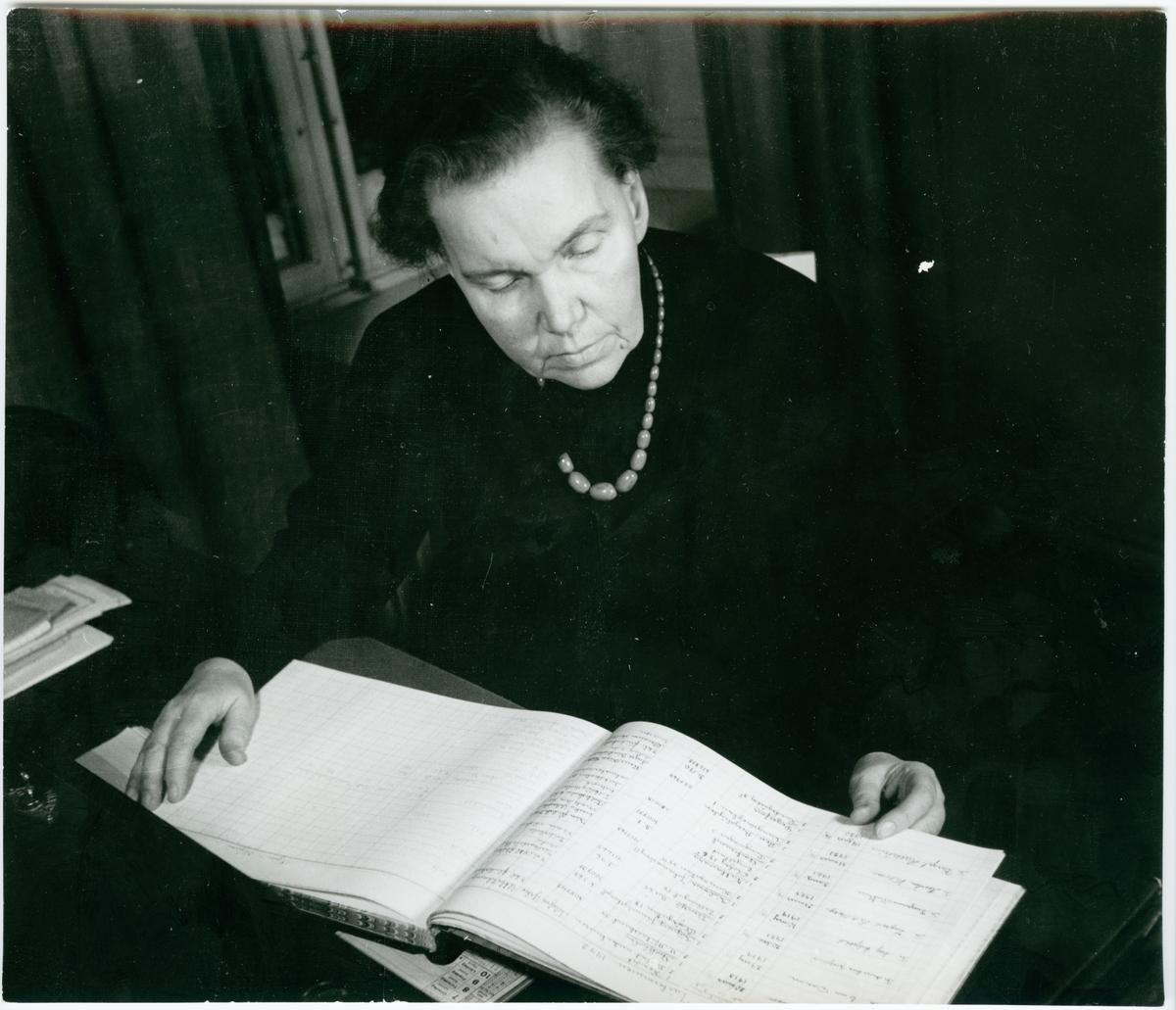 Alma Jacobson, Johanna Brunssons vävskola.