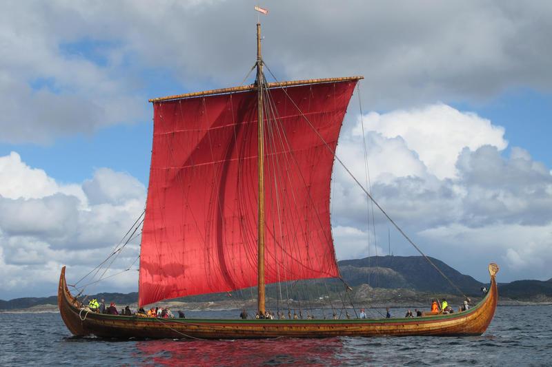 Draken Harald Hårfagre under seil. Prøveseiling i karmsundet, 2012. (Foto/Photo)