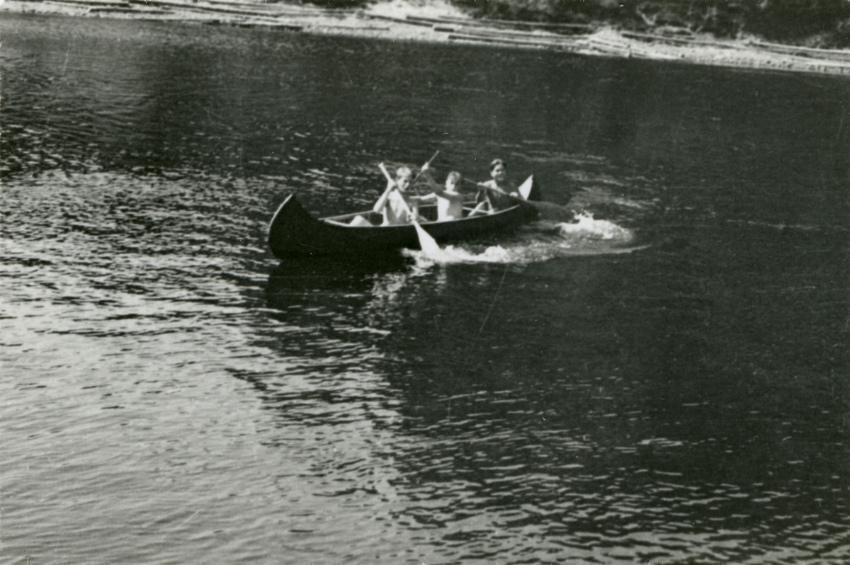 Canoing on the river Lågen