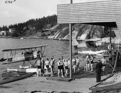Sjøfly og badegjester på Ingierstrand ved Oslo i 1937. Foto/Photo