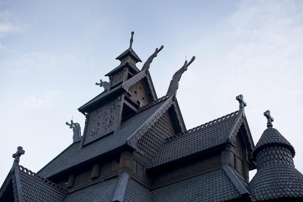 Tak og dragehoder på stavkirken fra gol (Foto/Photo)