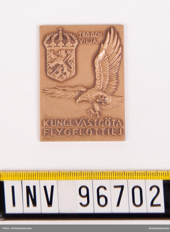Plakett i brons för Västgöta flygflottilj. Stans nr 46704.