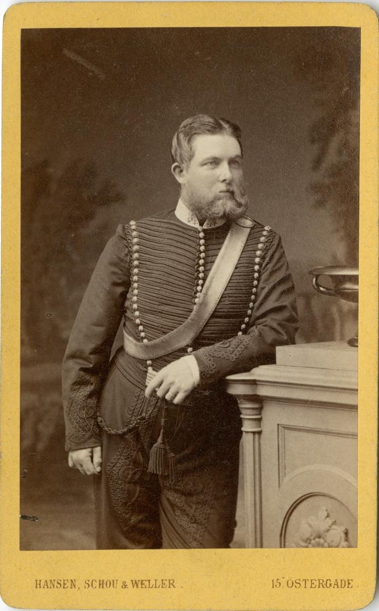 Porträtt av Ernst Fredrik af Klercker, major vid Wendes artilleriregemente A 3.  Se även bild AMA.0009773.