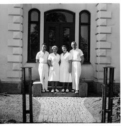 Entrétrappan med biträdande badmästare Herbert Nordh, baders