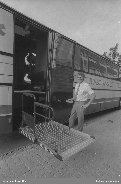"""""""Jumbolansen"""" i Kalmar med plats för 8 liggande och 6 sittande patienter. Chefen i Kalmar, Leif N."""