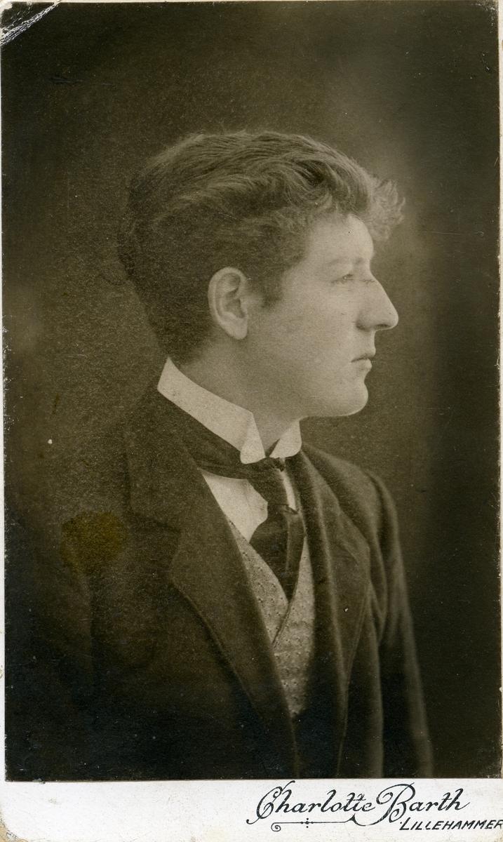 Ungdomsfoto av Kristian Fønhus.