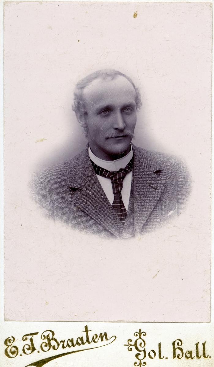 Portrett av Hans Trondsen Islandsmoen.
