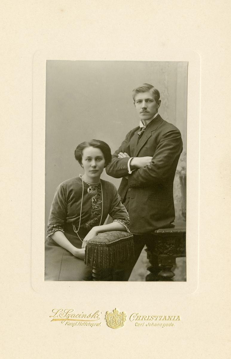 Portrett av Arne A. Fønhus og hans kone Sigrid.