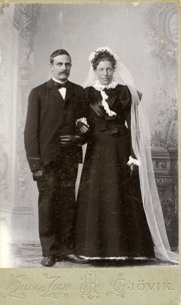Brudefoto av Hans og Dorthea Islandsmoen.