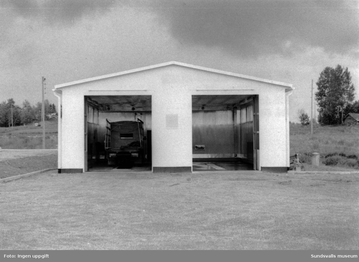 BP:s bensinstation i Torsboda, Hässjö. Köpman: Roland Andersson. Smörj och tvätthall, byggdes några år efter att macken invigdes till midsommar1957. Byggmästare var Hjeltman från Söråker.