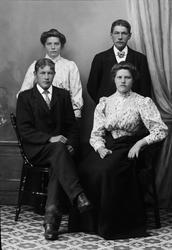 Ateljéporträtt - män och kvinnor, Alunda, Uppland