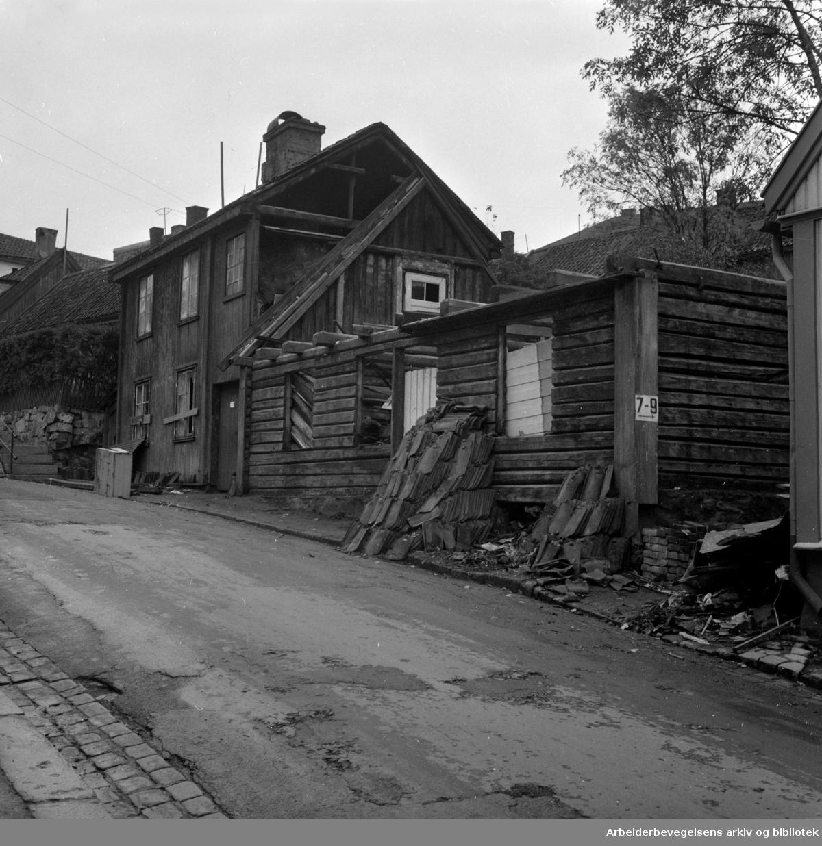 Hus på Enerhaugen og Grønland rives, oktober 1958.