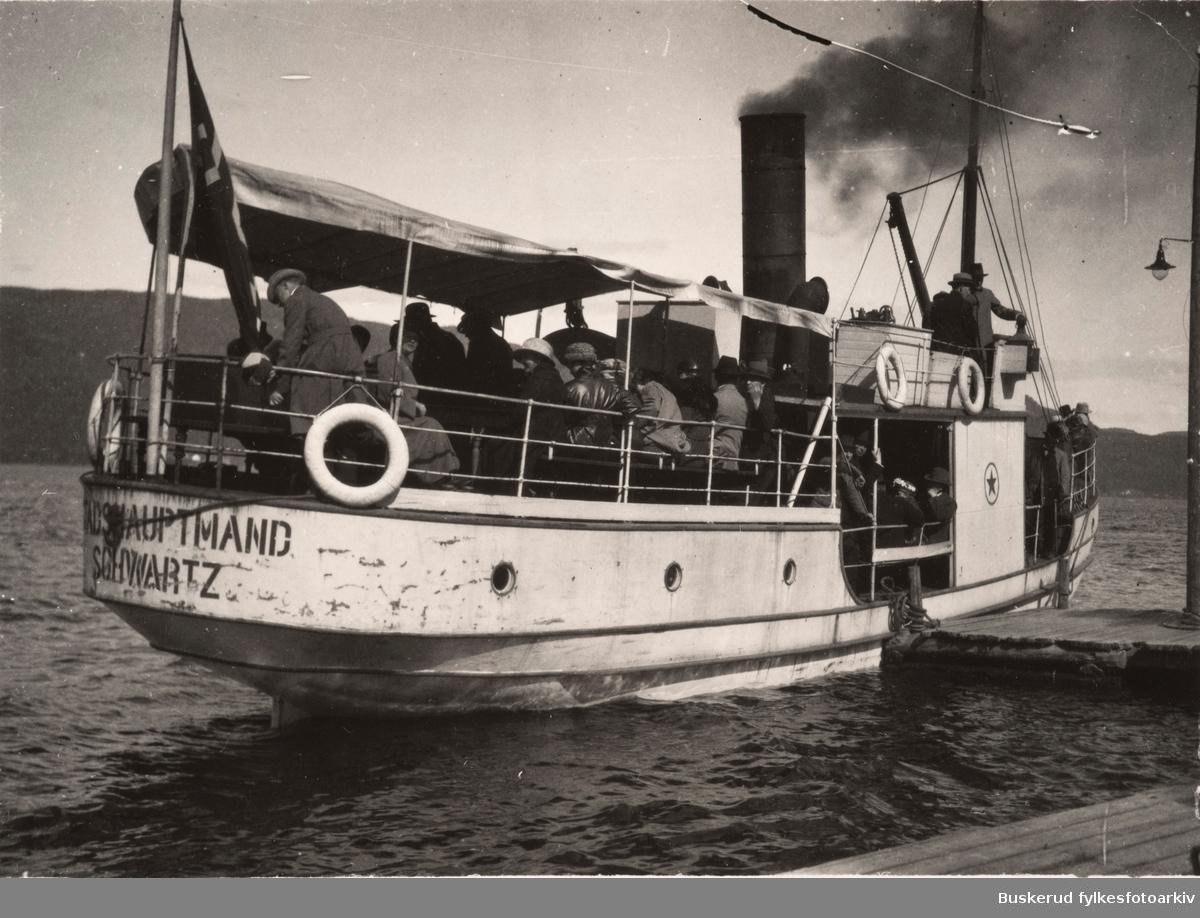 Dampskipet Stadshauptmand Schwartz   Dampskip som ble eid og drevet av Ekerns Dampskipselskap. Bygd ved Drammens Jernstøperi & Mek. Værksted 1902-03. Gikk i sommerrute på Eikern mellom Eidsfoss og Vestfossen i årene 1903-1925 med post og passasjerer og ble dessuten brukt som transportfartøy av Eidsfos Jernverk.46 bruttotonn og lengde 60,8 fot. 102 passasjerer. Dampmaskin med 60 hk. Gikk opprinnelig i rute mellom Eidsfos og Flesaker, med anløp ved Markenrud, Torrud, Hakavika, Østerud, Gunhildrud og Sundet. Etter oppmudringen av Vestfosselva i 1910 ble ruta forlenget til Vestfossen sentrum. Skippere var Peder Olsen 1903-23 og Erik Tollefsen 1923-25.