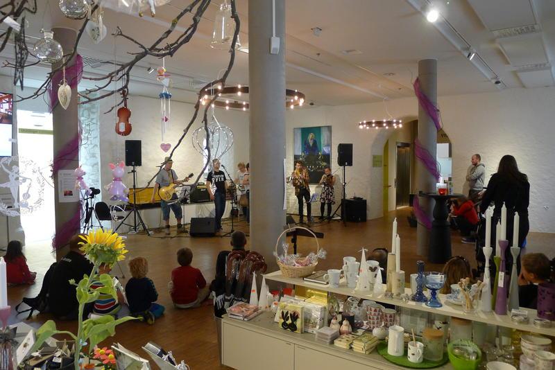 Butikk og konsert (Foto/Photo)