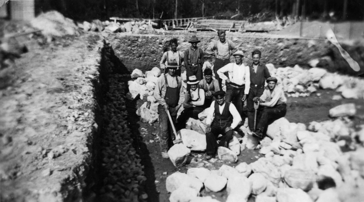 Tomta til Julusmoen skole graves ut 1937