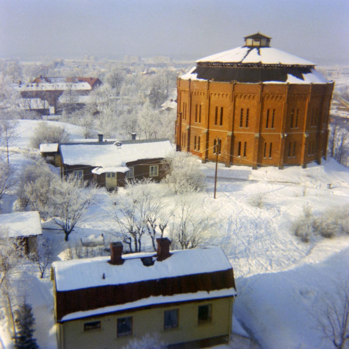 Gasklockan vintern 1960. Byggnaden revs 1968.