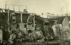 LKABs anlegg etter krigsødeleggelser. Viadukt og knuser. Mal