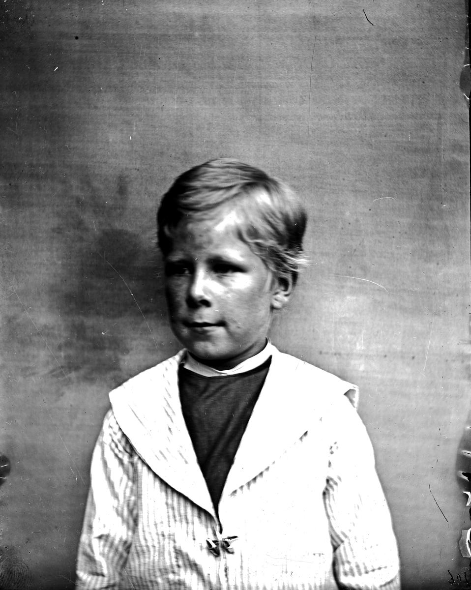 Barnbild, Ragnar Hallström. Fotograf okänd.