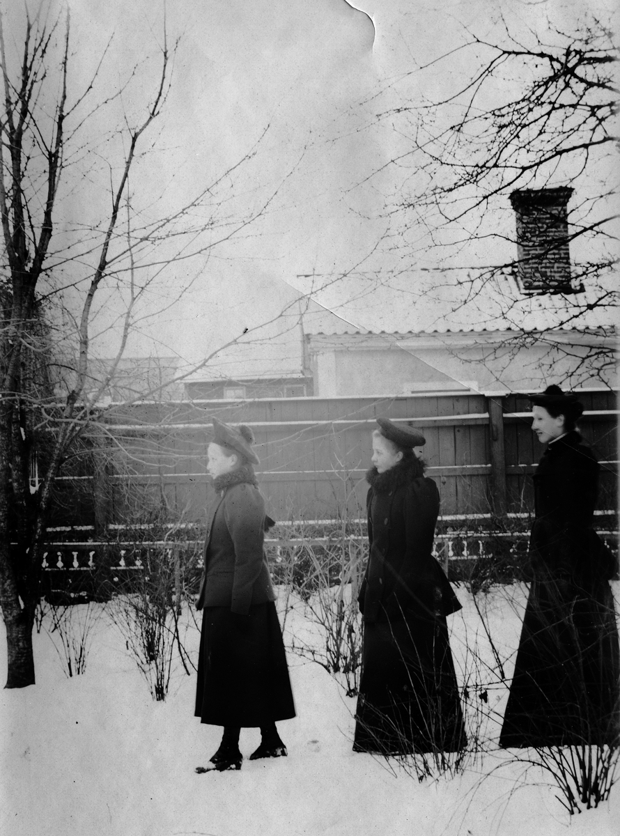 Elisabet Bylund och flickorna Hillstedt. Elisabet Bylund blev gift med Kanslirådet Axel Westin