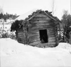 """Vardens arkiv. """"Gammelt kvernhus i Rauland"""" 07.01.1954"""