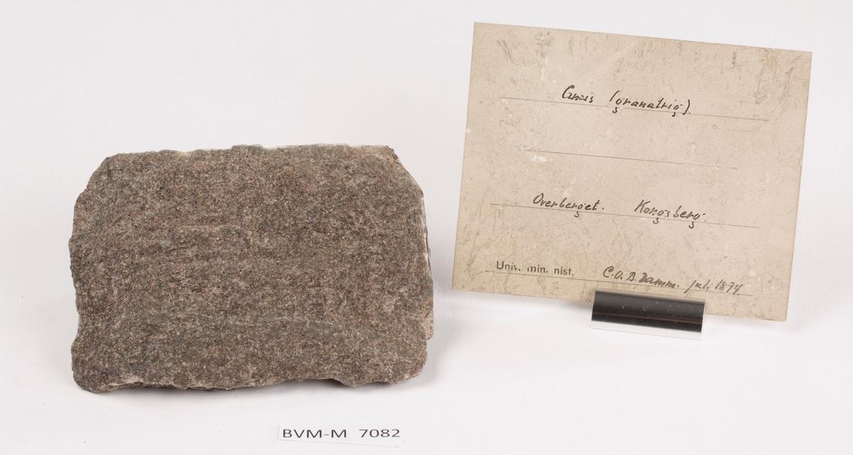 Etikett i eske: Gneis (granatrig) Overberget. Kongsberg C.O.B. Damm. Juli 1894.