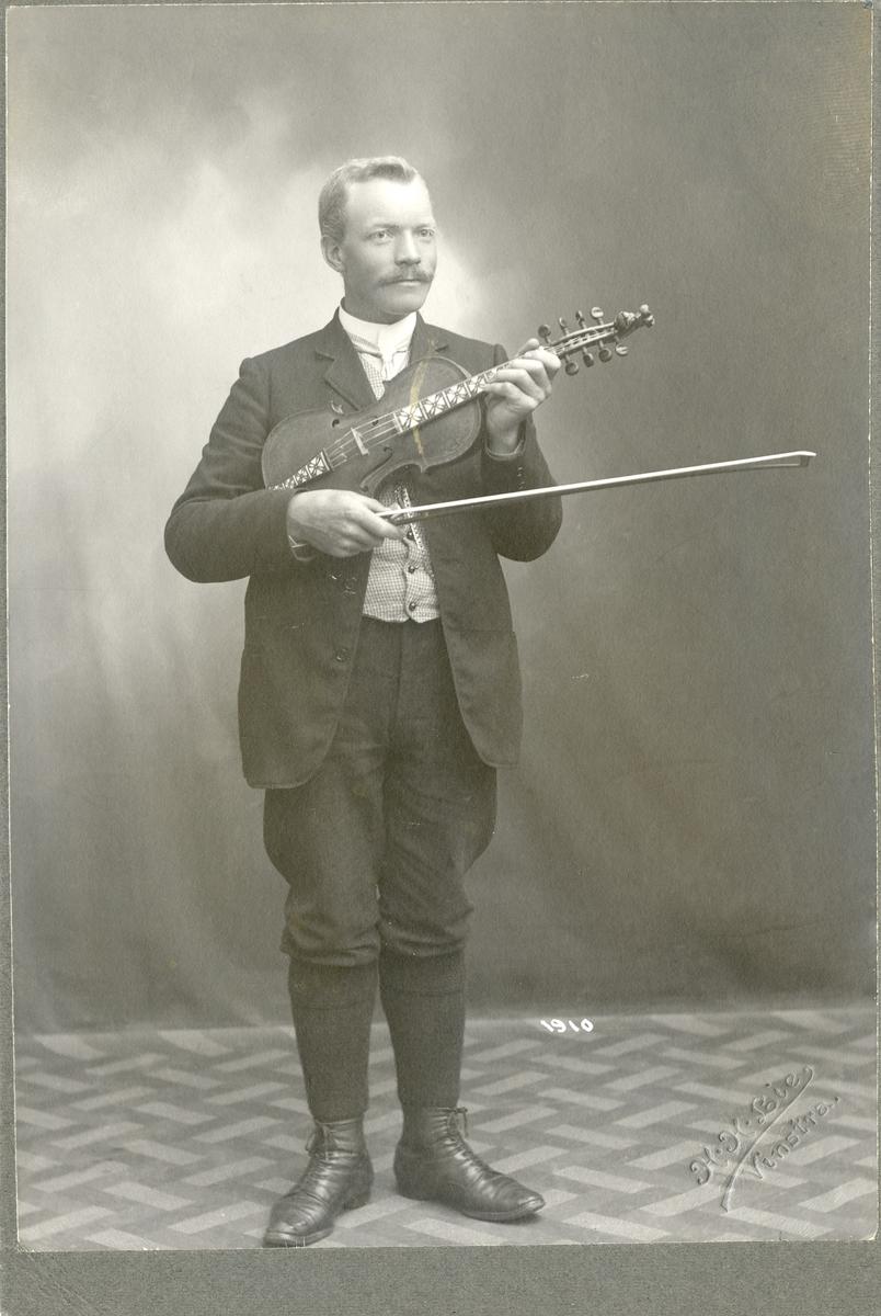 Knut O. Rudi.